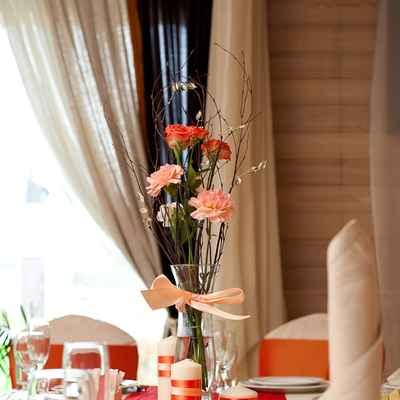 Autumn orange wedding floral decor