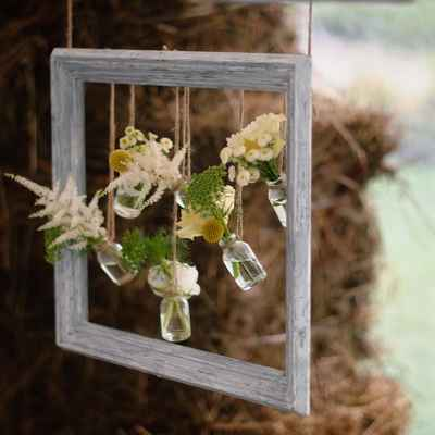 Rustic green photo session decor