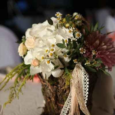 Rustic white wedding floral decor