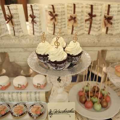 Themed ivory wedding cupcakes