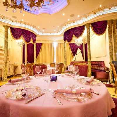 English gold wedding reception decor