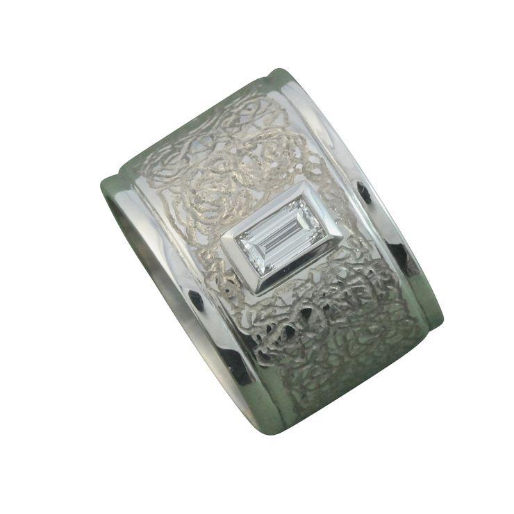 !8ct white gold and diamond ring