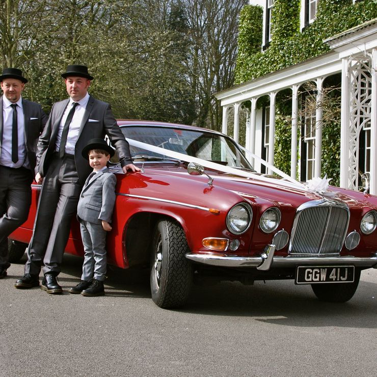 A Wedding car for the Groom is becoming more and more popular.For this themed Wedding, the groom to