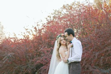 Outdoor white open wedding dresses
