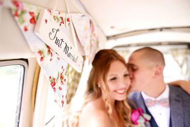 Overseas white wedding signs