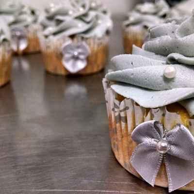 Grey wedding cupcakes