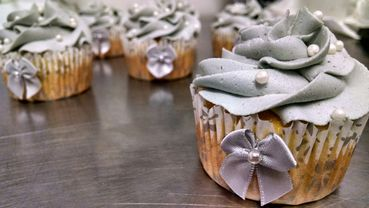 Grey wedding cupcakes