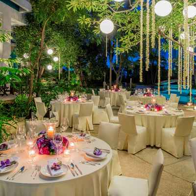 Outdoor ivory wedding reception decor