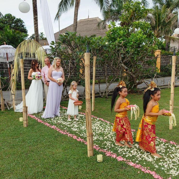 Dreamy Wedding on the beach and garden