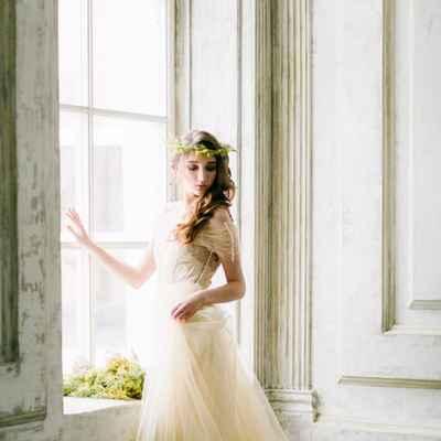 Overseas ivory long wedding dresses