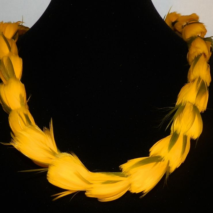 Feather Lei for wedding parties