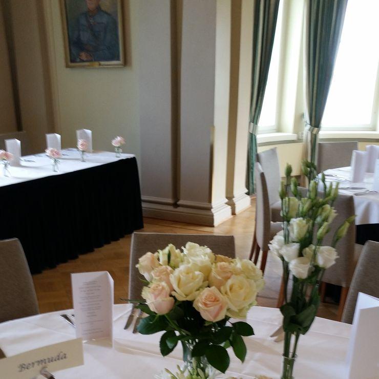 Disa and Thomas English rose garden wedding