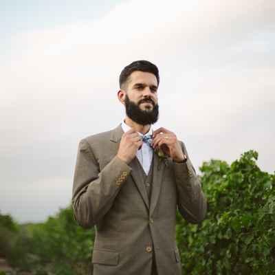 Outdoor brown groom style