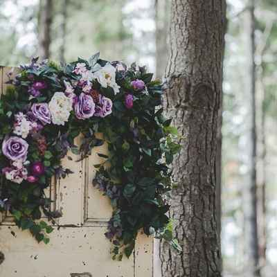 Outdoor ivory wedding photo session decor