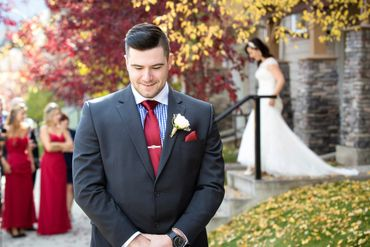 Outdoor autumn black wedding photo session ideas