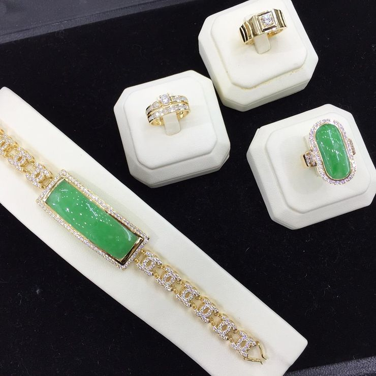 18K Gold with Emerald and Diamonds Series