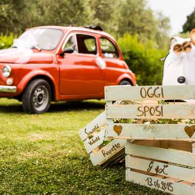 Ivory outdoor wedding photo session decor