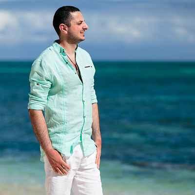 Blue beach groom style