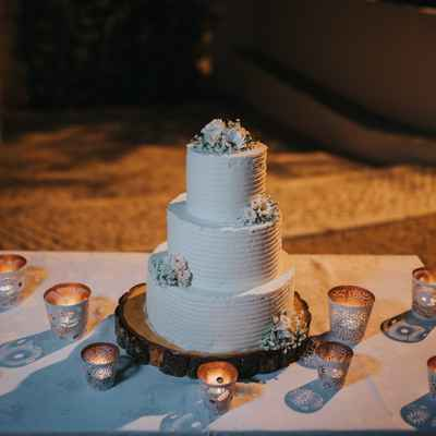 White outdoor wedding cakes