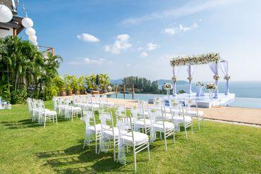 White overseas wedding ceremony decor