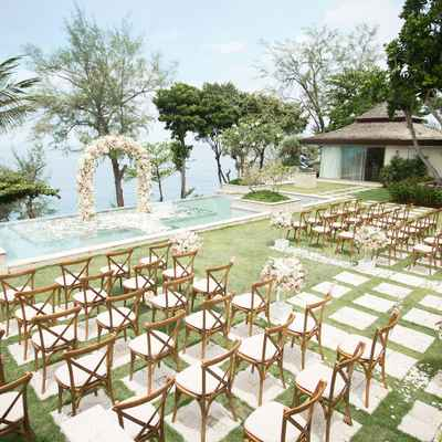 White overseas wedding ceremony decor