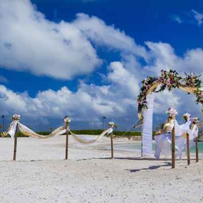 Overseas gold wedding ceremony decor