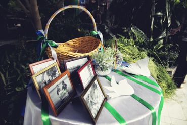 Green wedding photo session decor